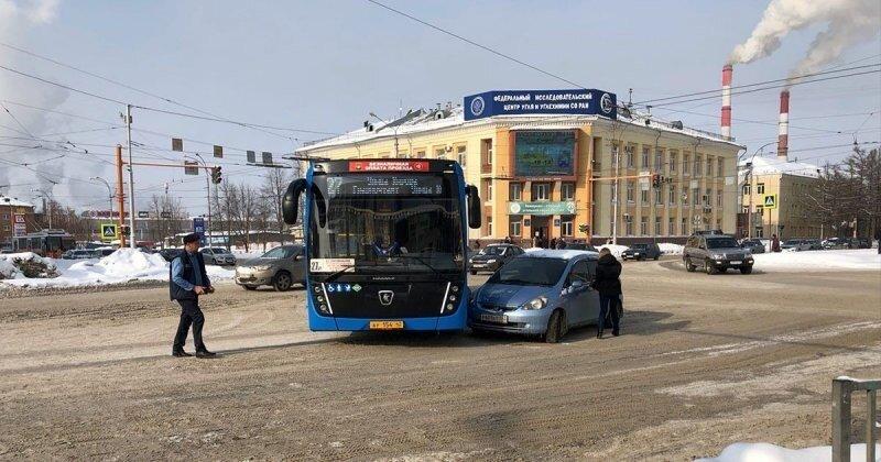 Момент ДТП с новым автобусом в центре Кемерова