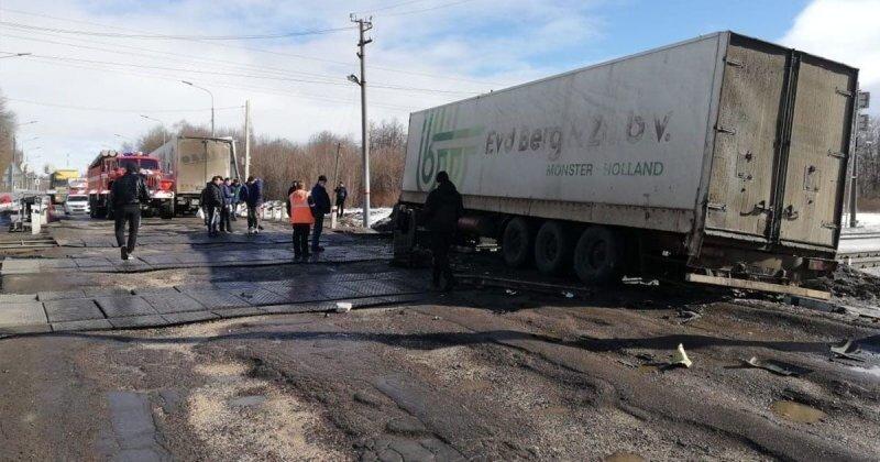 Авария дня. ДТП на железнодорожных путях в Липецкой области