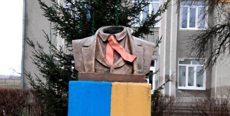 Так Ленины-то закончились, а привычка осталась - вот и пришлось браться уже за Шевченко