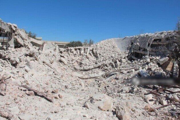 Мощный удар ВКС России оставил от базы сирийских боевиков 20-метровую воронку