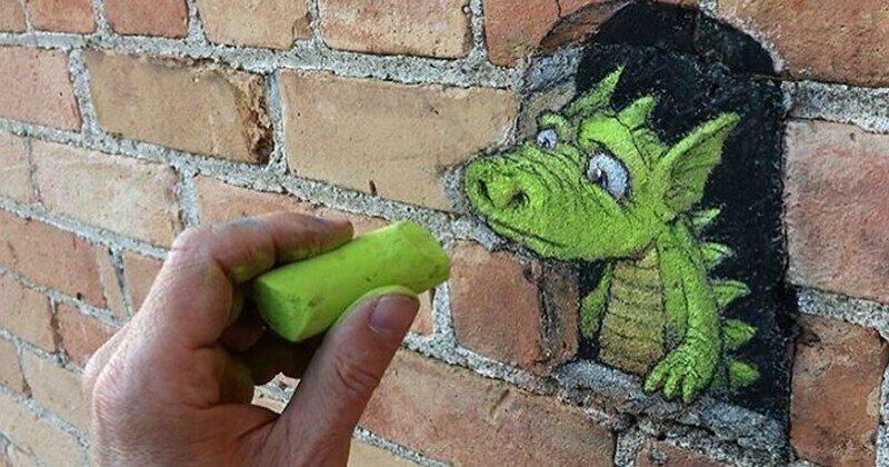 Художник населяет город неведомыми зверюшками