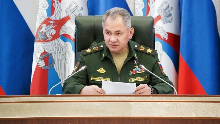 Шойгу распорядился начать проверку боевой готовности российской армии