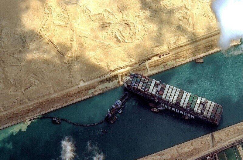 В образовании пробки на Суэцком канале обвинили капитана судна Ever Given