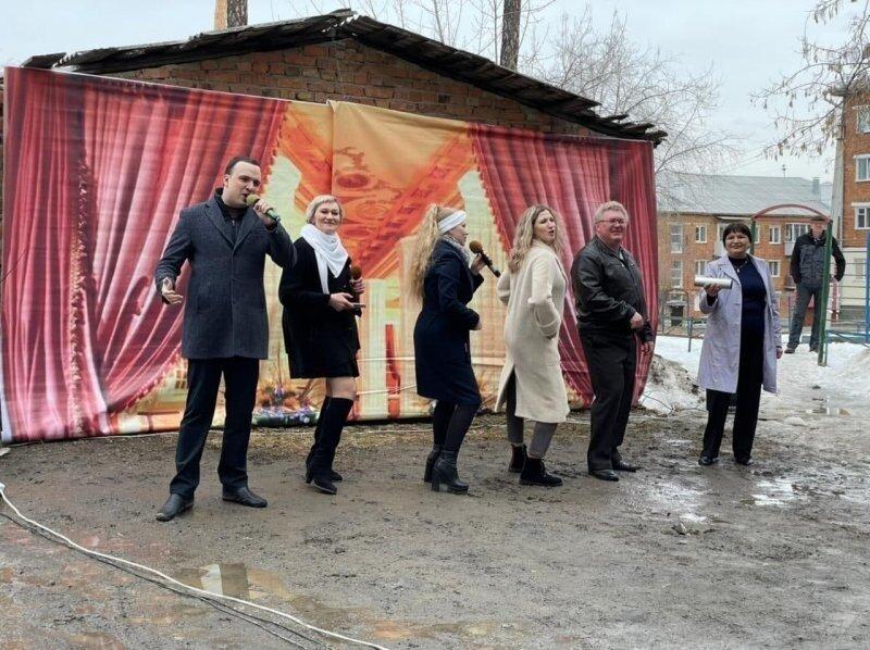 Депутат Госдумы дал концерт в честь 50-летия одной хрущевки