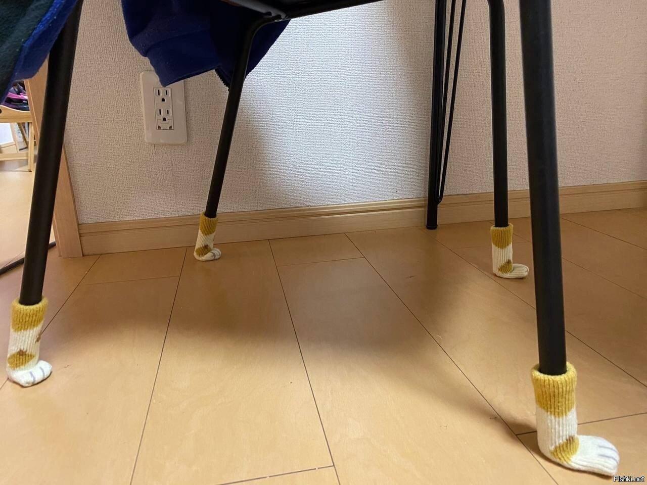 Купила носочки для столика и стульчика