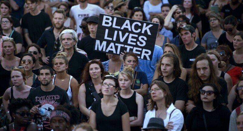В США собираются провести марш в поддержку белых американцев, пострадавших от рук чернокожих