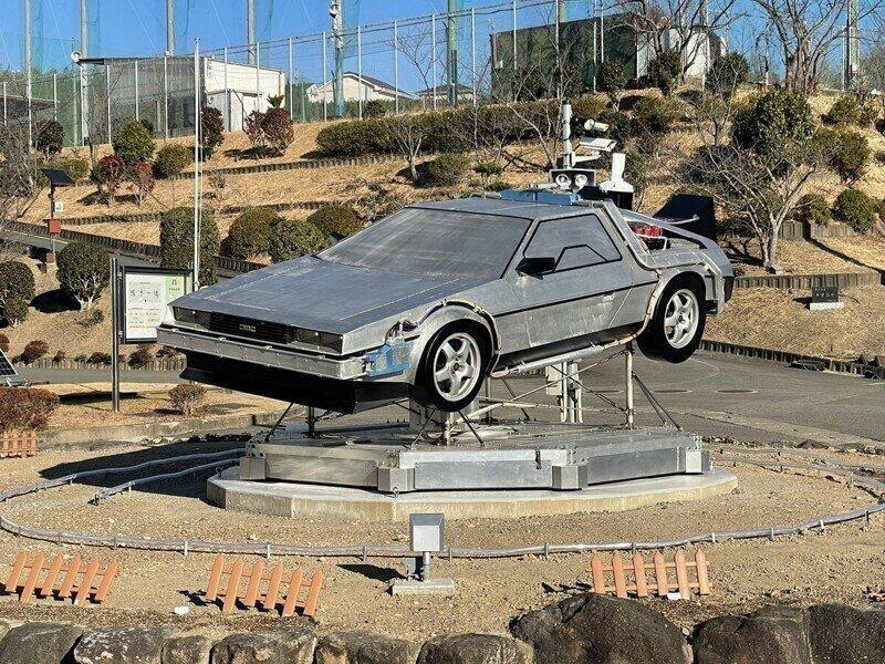 «Назад в будущее»: школьники собрали копию машины времени