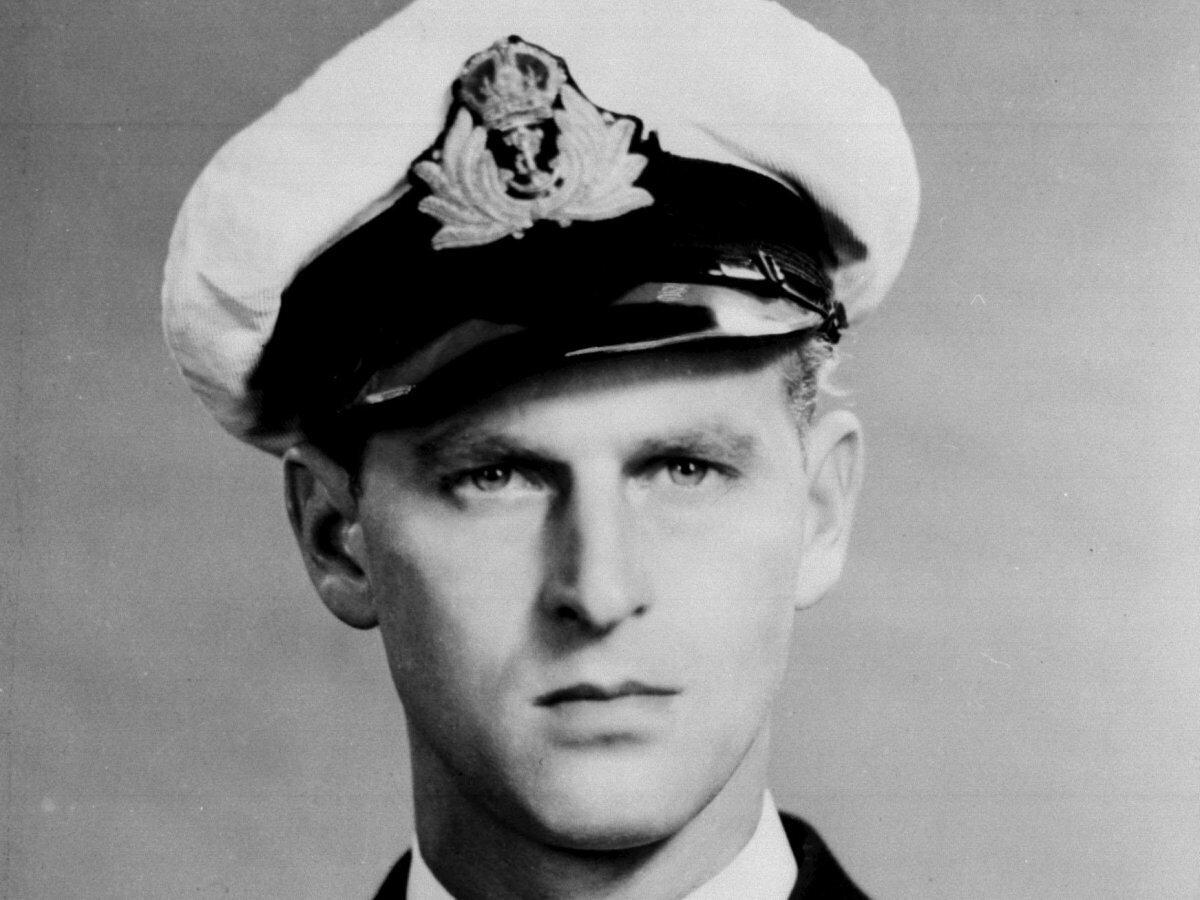 Филипп Эдинбургский – по молодости нищий и храбрый морской офицер