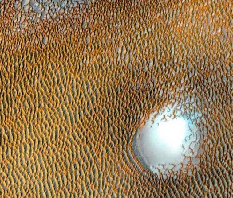 Потрясающее изображение «Море дюн» на Марсе
