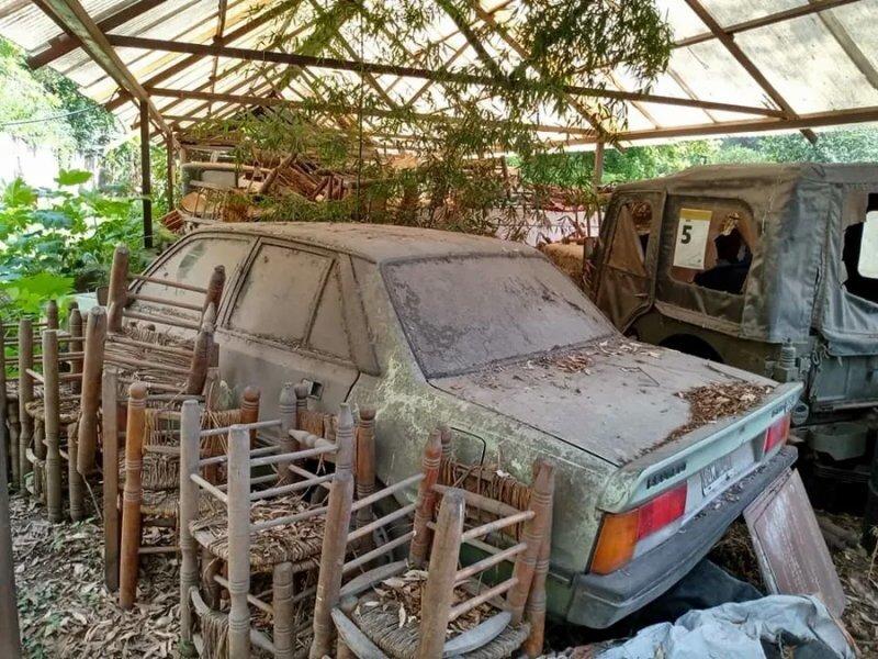 Заброшенная ферма с коллекцией редких автомобилей