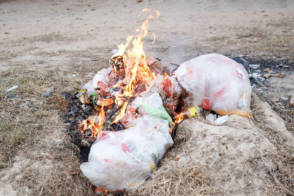 Представляет ли опасность сжигание пластиковых отходов?