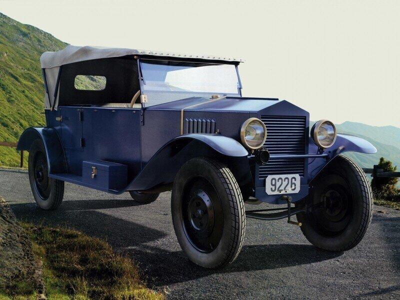 Первая легковушка СССР: у нее был правый руль!