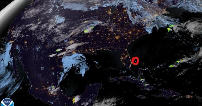 Жители Флориды стали свидетелями падения красивого, немного странного метеорита