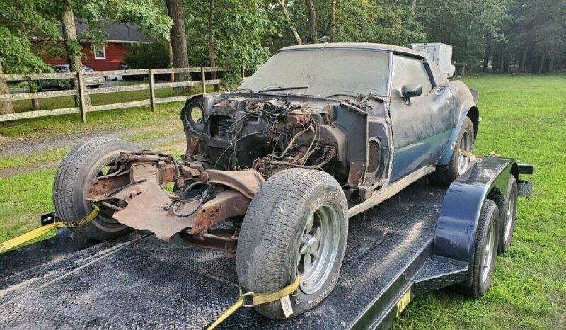 Забытый Chevy Corvette 1969 года без двигателя