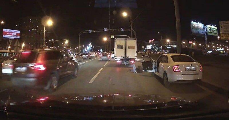 Нетипичное ДТП в Санкт-Петербурге: водителю «Шкоды» не повезло