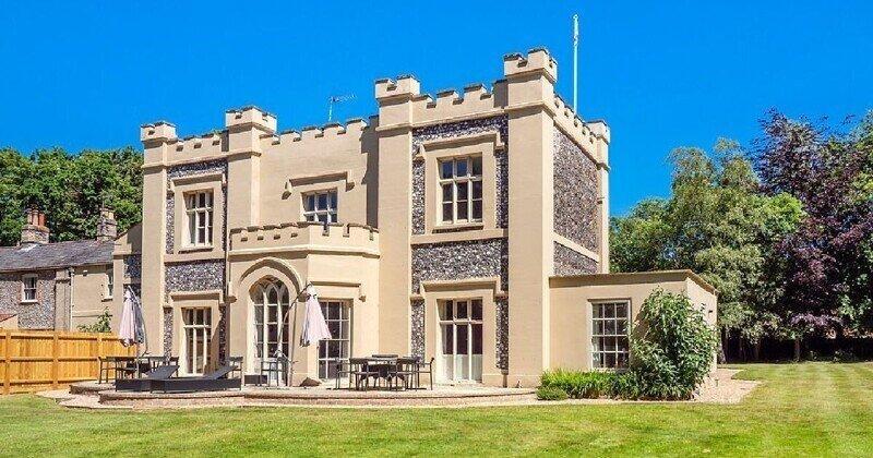 В Великобритании продается дом-замок
