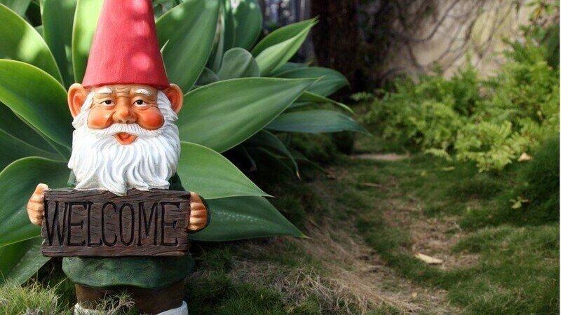 Британцы страдают из-за дефицита садовых гномов