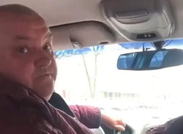Буйный таксист с матами выгнал пассажирку