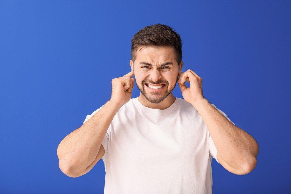 В связи с чем во время занятий спортом закладывает уши?