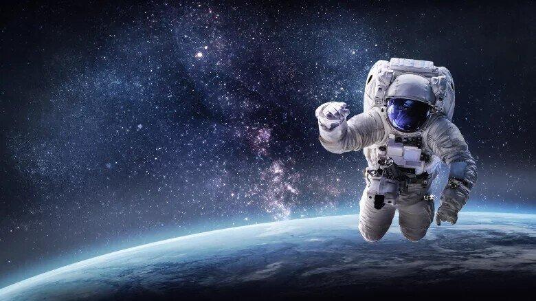 Самые странные вещи, которые люди отправляли в космос