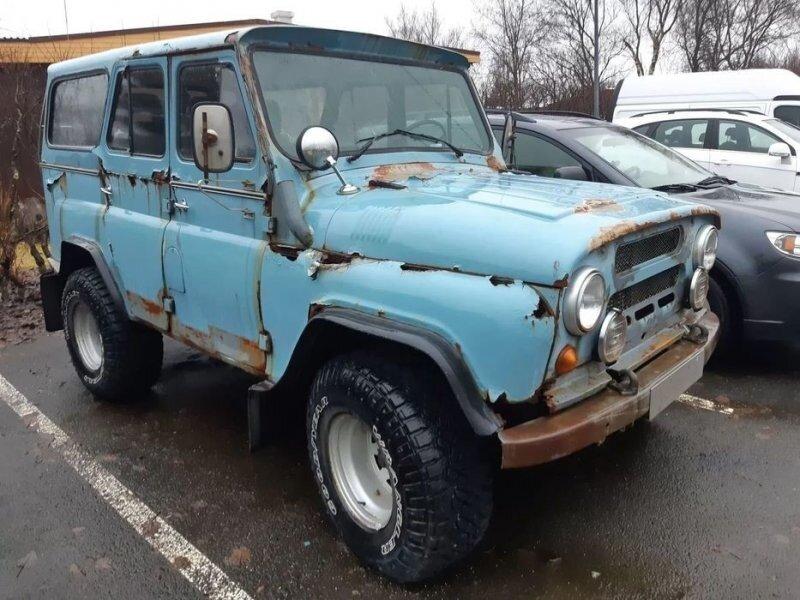 Доработанный ржавый УАЗ-469 сфотографировали на парковке в Исландии