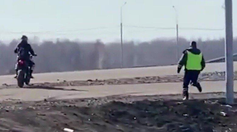 Запись эпичной погони сотрудника ГИБДД за рокером попала в сеть: видео