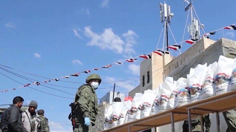 Российские военные провели гуманитарную акцию в сирийском городе Эль-Камышлы