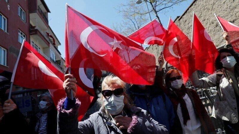 В Турции призвали власти признать Крым российским