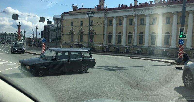 В Санкт-Петербурге у «Жигулей» отлетело колесо