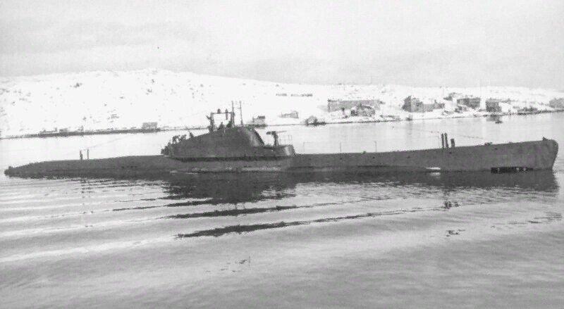 В тени паруса. История спасения экипажа Щ-421