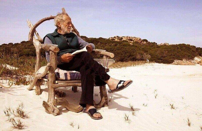 Почему власти Италии изгнали 81-летнего Робинзона с острова, где он жил более 30 лет