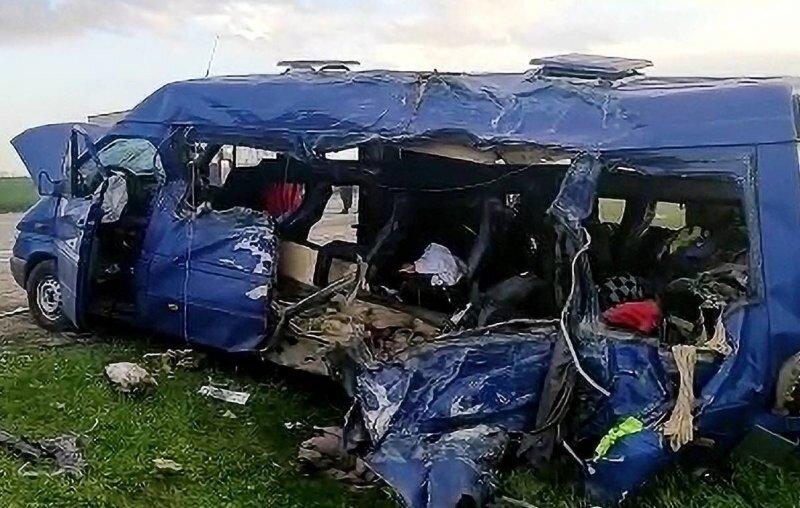 Авария дня. Автобус с детьми столкнулся с грузовиком в Ставропольском крае