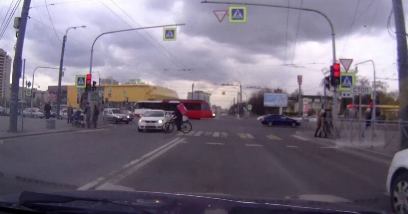 ДТП на пешеходном переходе с участием велосипедиста