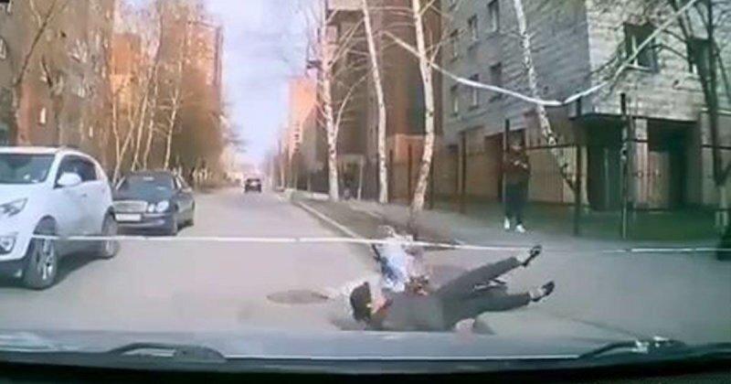Девушка на электросамокате сбила пешехода