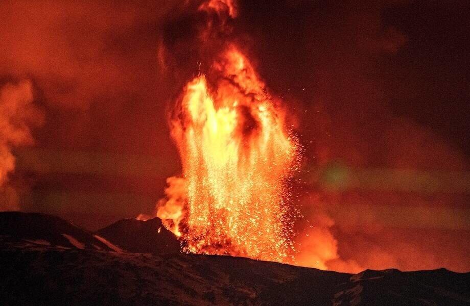 Как будет извергаться вулкан с металлической лавой