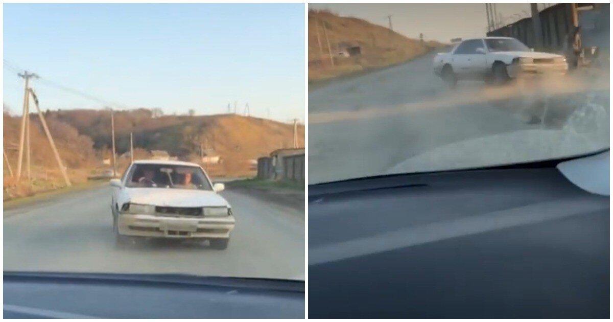 Подростки перевернули машину, пытаясь задним ходом уйти от погони