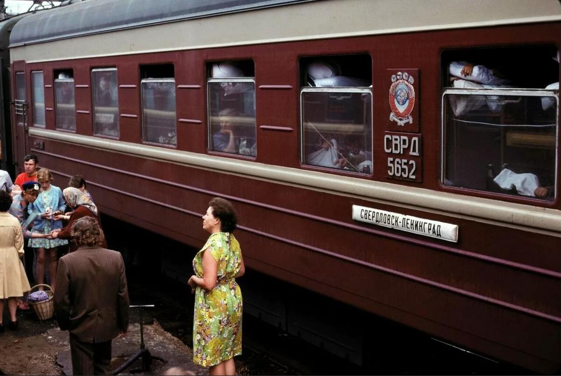 Поезда страны Советов: редкие фото плацкарта и купе СССР