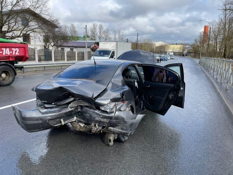 Авария дня. Водитель на «Приоре» устроил массовое ДТП