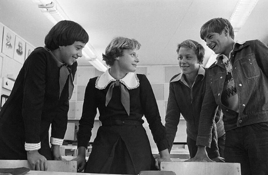 Почему в советских школах до 70-х годов учили немецкий, а не английский язык