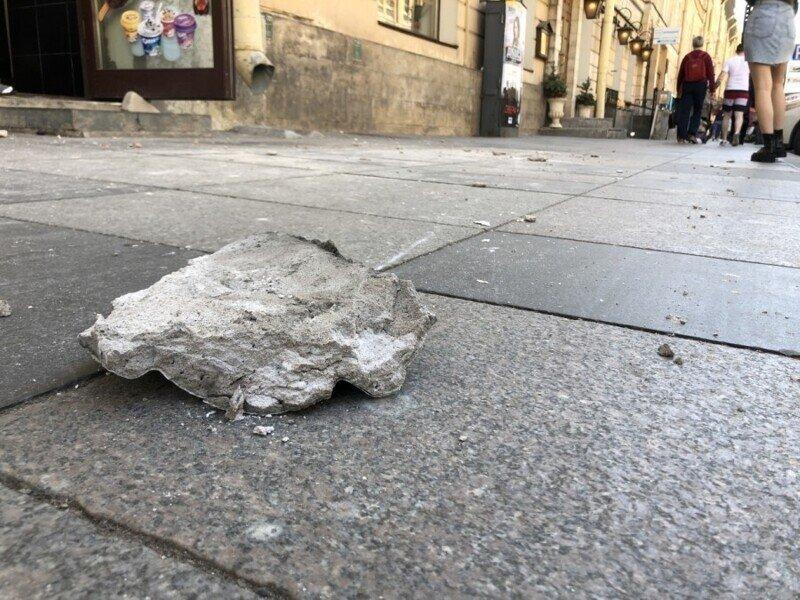 Камнепад прямо в сердце города