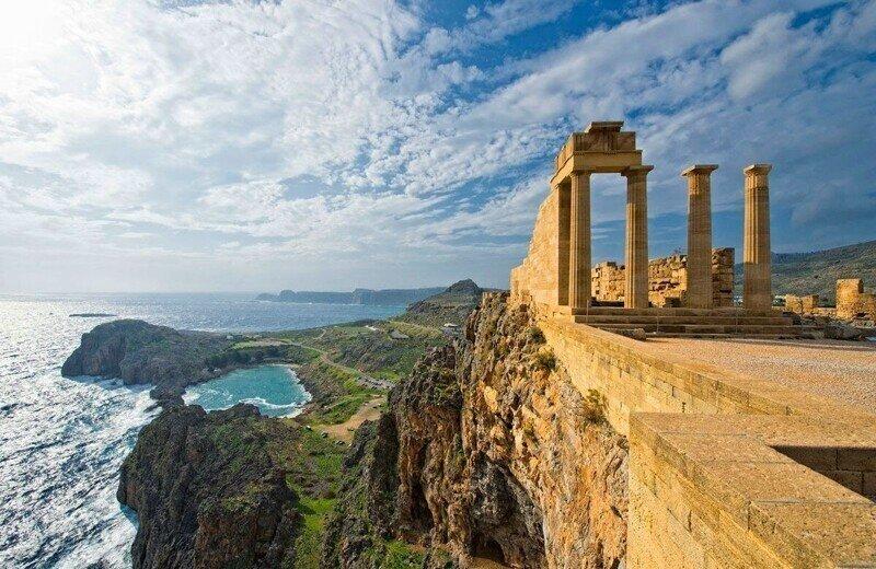 Греция освободила иностранных туристов от карантина