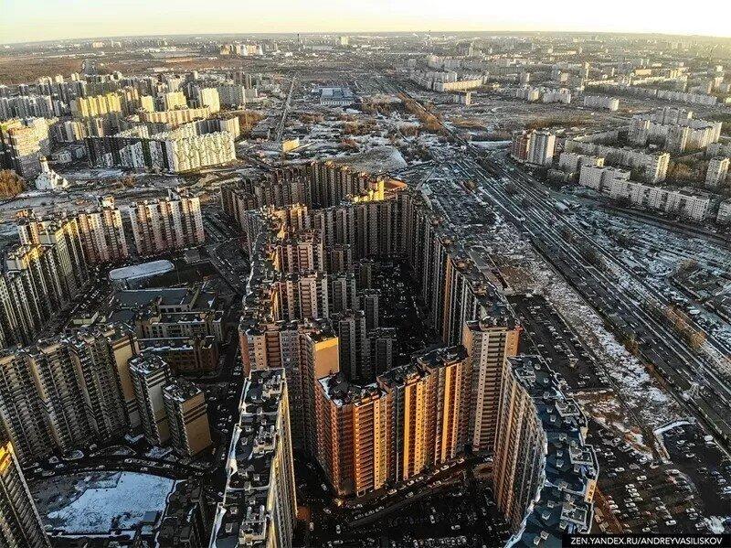 35 подъездов, 3708 квартир: как выглядит человейник-гигант в Санкт-Петербурге