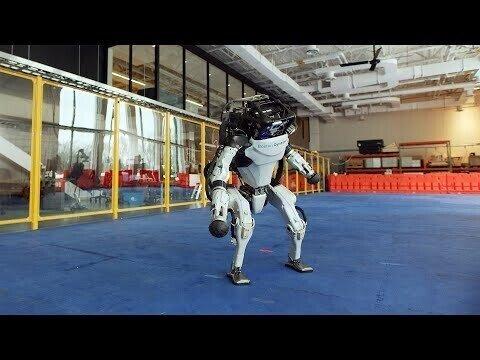 Роботы от Бостон Динамикс танцуют на новый год