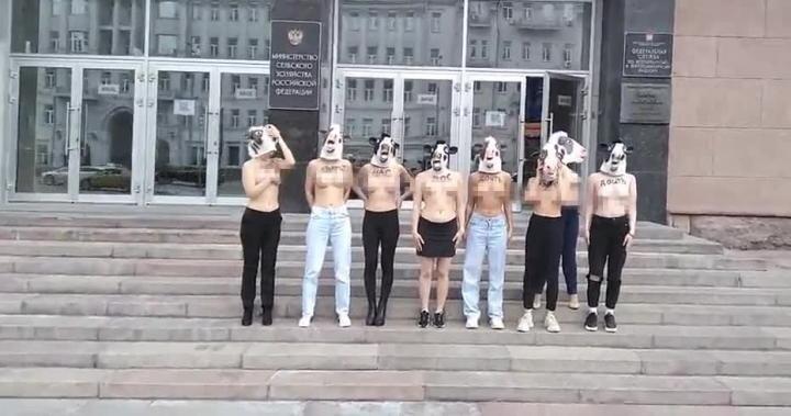 Акция в защиту коров В Москве у Министерства сельского хозяйства