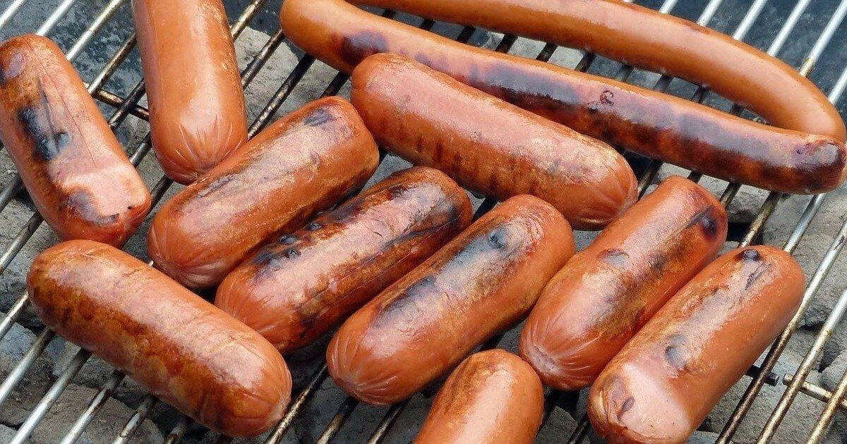 Хот-дог из пробирки: ученые вырастили сосиски из мышечных клеток свиней
