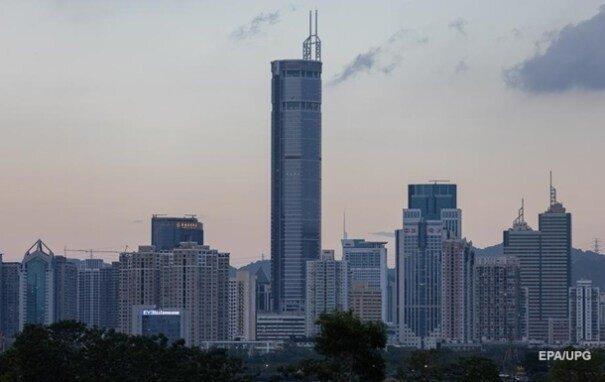 В Китае зашатался трёхсот метровый небоскрёб