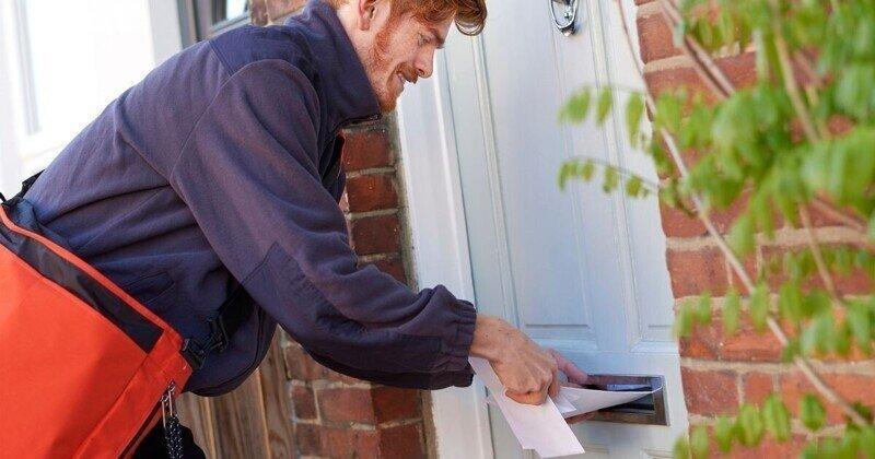 Паук захватил почтовый ящик: хозяева в панике!