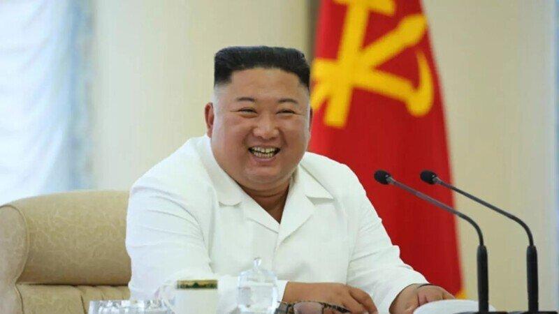 Ким Чен Ын запретил популярную американскую прическу и узкие джинсы