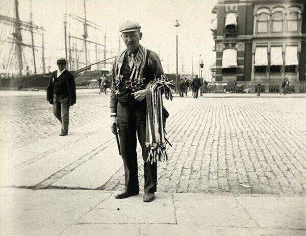 Какой была уличная жизнь Нью-Йорка 1896 года можно увидеть на редких фотографиях Элис Остин