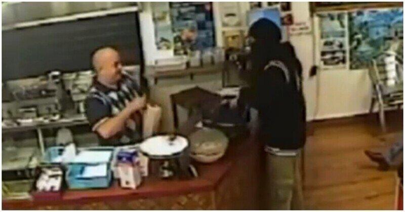 Продавец проигнорировал вооруженного грабителя